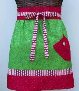 Christmas wouldn't be Christmas without the yummy food ......and an apron appropriate for the season! pic: allfreesewing.com