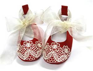 I thought these were simply the cutest little shoes! pic: craftsy.com