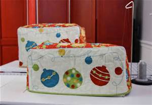What about a cover for your machine to celebrate the holiday season? pic courtesy of plumgoodquilting.com