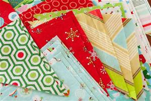 What a great way to use up your stash of Christmas fabrics: napkins for use at your Christmas meal or as gifts. pic:littlebluebell.com