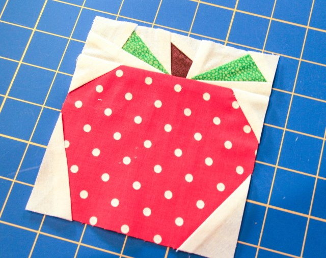 This sweet apple is ready to become part of the lunch tote now. If a tote is not for you - how about using it as part of a book cover or a quilt block, or.... ?