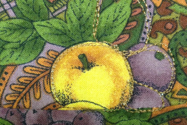 Same apple fabric in the border where I used the print of the fabric as the basis for my free motion quilting.
