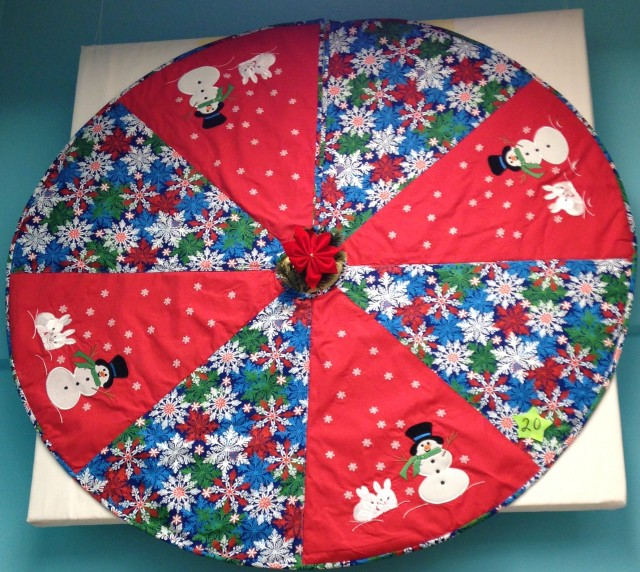 Christmas tree skirt with snowman embroideries