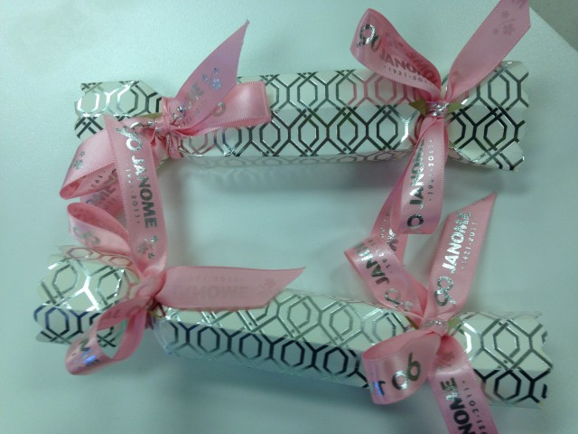 No need to buy those expensive Christmas crackers with silly rubbish inside! Make your own like I did with a free cutting file and scraps of ribbon. I used cardstock; the red cap blade and the low tac cutting mat. Pop personalized little gifts inside before tying the ribbons.