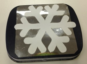 Self-adhesive vinyl snowflake applied to a little tin that used to have peppermints until I ate them all! Now it could be used as a cute little pill box but I think I will use it for pins. What would you use it for?