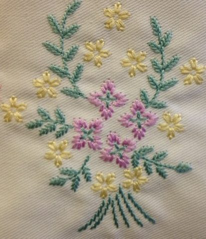 This design has the look of hnad crewel embroidery - very pretty for all sorts of embellishment projects.